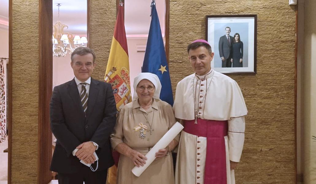 Conchita López, misionera en Sudán, Cruz de la Real Orden de Isabel la Católica